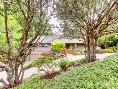 West Linn Single Family Home For Sale: 2730 Hillcrest Dr