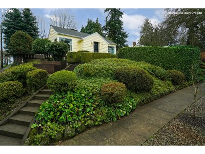 Multnomah County Single Family Home For Sale: 7908 SW 11th Ave