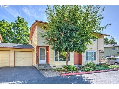 Portland Condo/Townhouse For Sale: 18554 NE Wasco St
