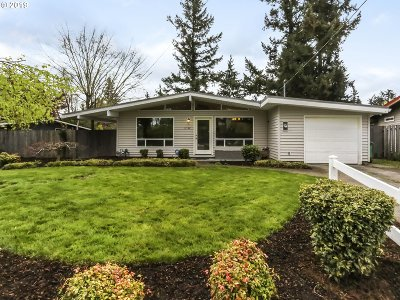 Portland Single Family Home For Sale: 11542 SE Lincoln St