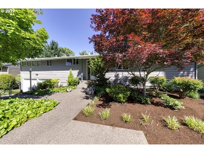 Portland Single Family Home For Sale: 5341 SW Dover Ct