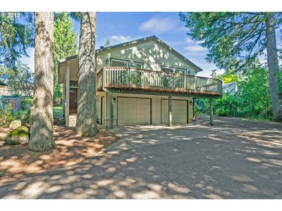 Clackamas County Single Family Home For Sale: 147 Terrace Ave