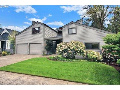 Lake Oswego Single Family Home For Sale: 17900 Sarah Hill Ln
