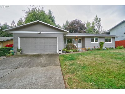 Clackamas OR Single Family Home For Sale: $345,000