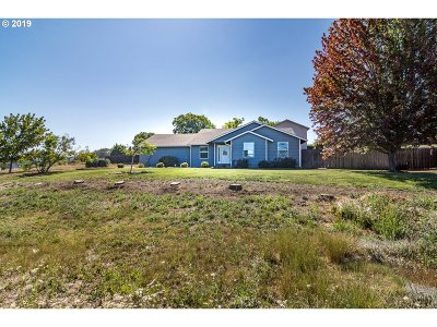 Roseburg Single Family Home For Sale: 165 Harmony Dr