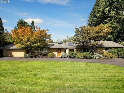Portland Single Family Home For Sale: 8625 SW Woodside Dr