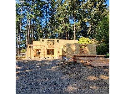 Lake Oswego Single Family Home For Sale: 4233 Upper Dr