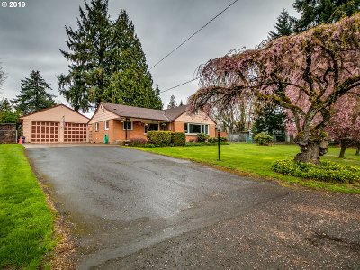 Milwaukie Single Family Home For Sale: 10949 SE Linwood Ave
