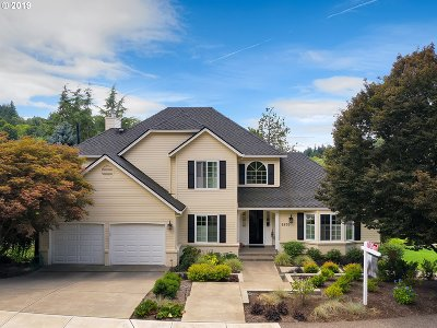 Portland Single Family Home For Sale: 6870 SW Windemere Loop