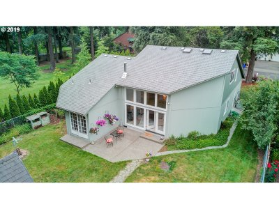 Portland Single Family Home For Sale: 3044 SE 130th Ave