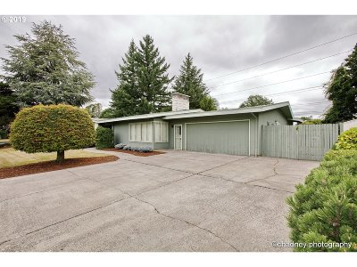 Multnomah County Single Family Home For Sale: 13635 NE Clackamas St