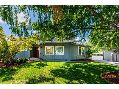 Hucrest Single Family Home For Sale: 1404 NW Whipple Ave