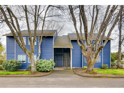 Tualatin Condo/Townhouse For Sale: 9782 SW Tualatin Rd #201