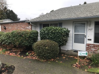Milwaukie Condo/Townhouse For Sale: 2427 SE Lake Rd