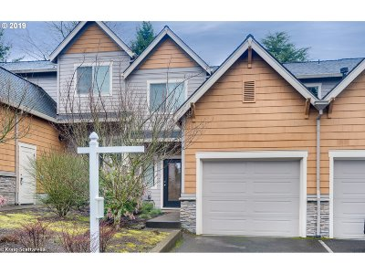 Lake Oswego Condo/Townhouse For Sale: 12864 Boones Ferry Rd