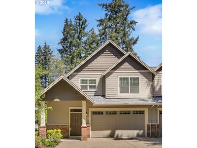 Lake Oswego Single Family Home For Sale: 17644 Sydni Ct