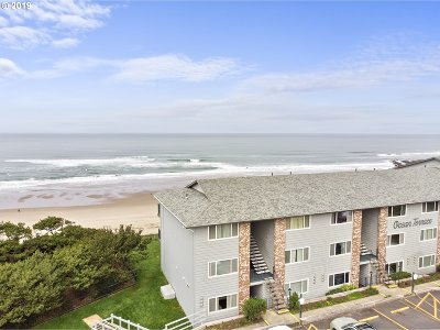 Lincoln City Condo/Townhouse For Sale: 4229 SW Beach Ave #8