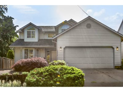 Milwaukie Single Family Home For Sale: 12214 SE 21st Ave