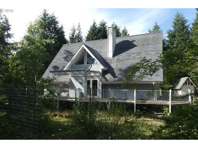 Gold Beach Single Family Home For Sale: 33792 Cedar Valley Rd