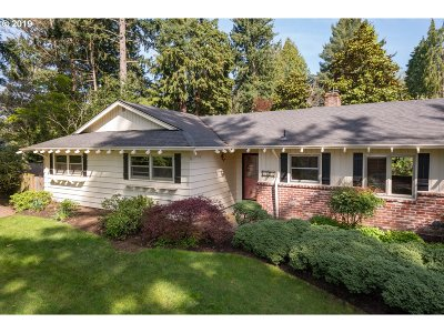 Portland Single Family Home For Sale: 3825 SW 94th Ave