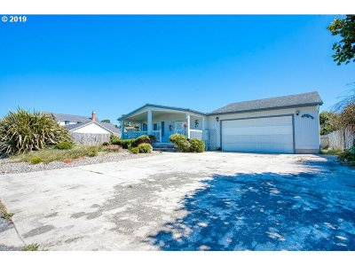 Bandon Single Family Home For Sale: 675 8th Ct