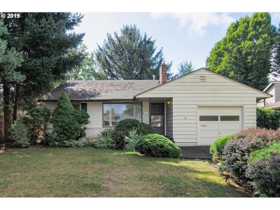 Milwaukie, Gladstone Single Family Home For Sale: 4828 SE Willow St