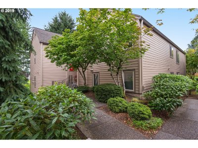 Clark County Condo/Townhouse For Sale: 2420 SE Baypoint Dr #52