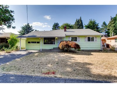 Milwaukie, Gladstone Single Family Home For Sale: 450 W Exeter St