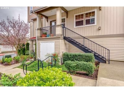 Condo/Townhouse For Sale: 605 NW Lost Springs Ter #105
