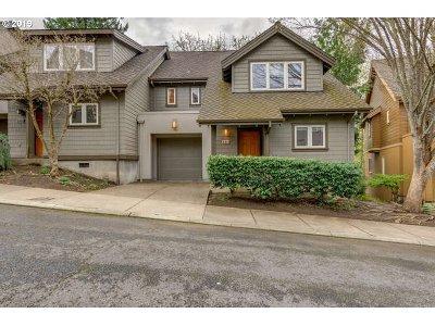 Portland Single Family Home For Sale: 2111 NW Cedar View Ln