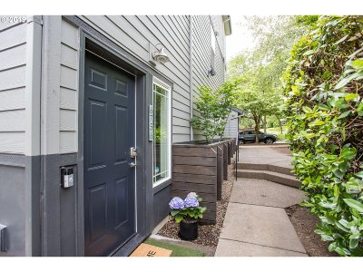 Portland Condo/Townhouse For Sale: 6756 N Pittsburg Ave
