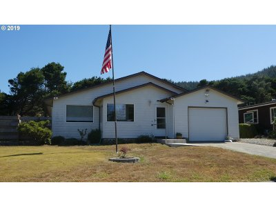 Gold Beach Single Family Home For Sale: 94013 Azalea Ln