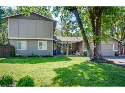 Milwaukie Single Family Home For Sale: 16290 SE Cherry Ct