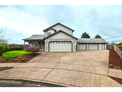 Springfield Single Family Home For Sale: 2393 Loch Dr
