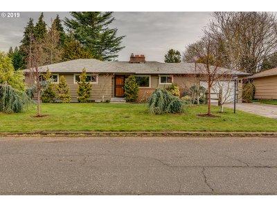 Portland Single Family Home For Sale: 10329 NE Knott St