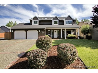 Clackamas County Single Family Home For Sale: 12529 SE Blaine Dr