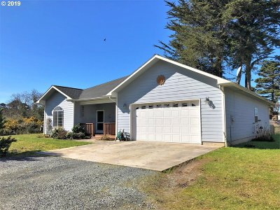 Bandon Single Family Home For Sale: 55066 SW Edison Ave