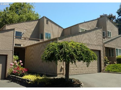 Beaverton Condo/Townhouse For Sale: 1732 NW Rolling Hill Dr