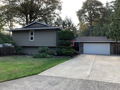 Gladstone Single Family Home For Sale: 6620 Churchill Dr