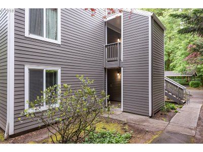 Lake Oswego Condo/Townhouse For Sale: 4647 Lakeview Blvd #D1