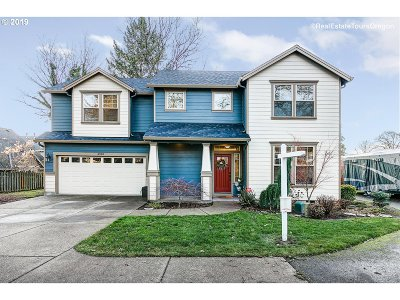 Milwaukie Single Family Home For Sale: 4910 SE Ina Ave