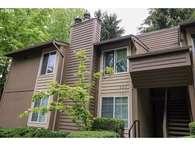 Beaverton Condo/Townhouse For Sale: 650 SW Meadow Dr #209