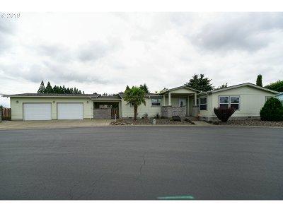 Salem Single Family Home For Sale: 698 Royalty Cir NE