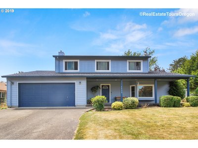Forest Grove Single Family Home For Sale: 1526 Hawthorne St