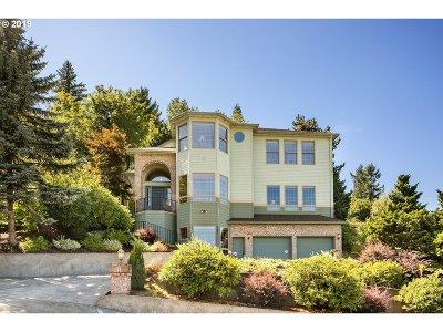 Gresham Single Family Home For Sale: 721 SW Miller Ct