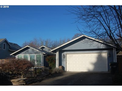 McMinnville Single Family Home For Sale: 415 SW Russ Ct