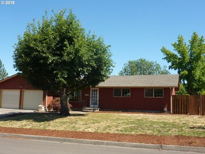 Roseburg Single Family Home For Sale: 3082 W Chateau Ave