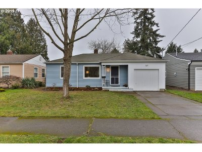 Portland Single Family Home For Sale: 8016 SE Martins St