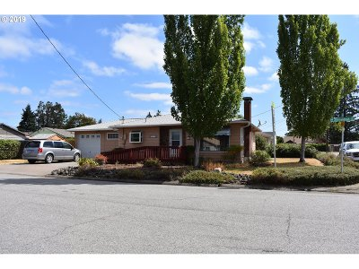 Roseburg Single Family Home For Sale: 465 W Shenandoah St