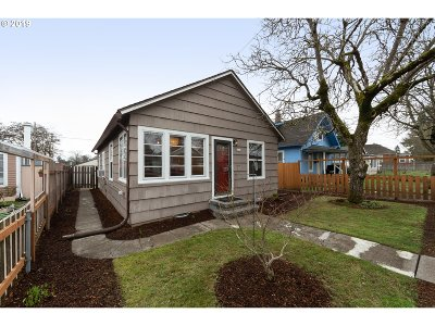 Portland Single Family Home For Sale: 6130 SE 84th Ave